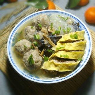 蛋卷肉丸粉丝汤