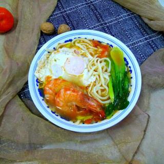 鲜虾煎蛋西红柿汤面