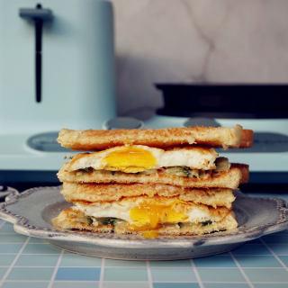 鸡蛋黄瓜三明治