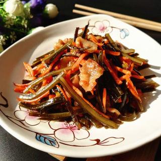 五花肉胡萝卜炒海带