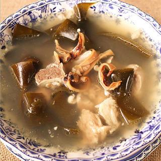 扭结海带排骨汤