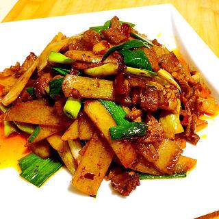 土豆片炒回锅肉