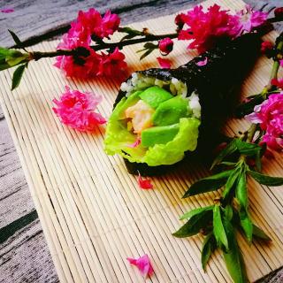 牛油果虾手卷
