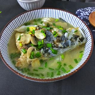 蘑菇鱼头汤