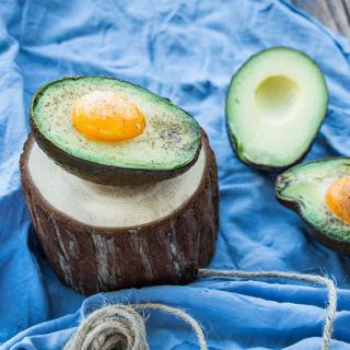 牛油果烤鸡蛋