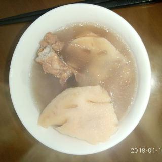 莲藕花生骨头汤