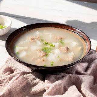 牛腩萝卜煲汤