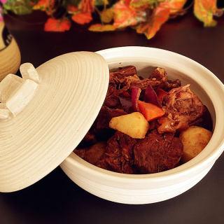 炖牛腩烩胡萝卜土豆