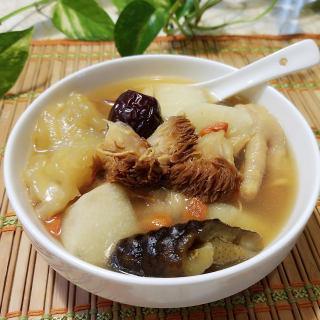 养胃美颜猴头菇花胶汤