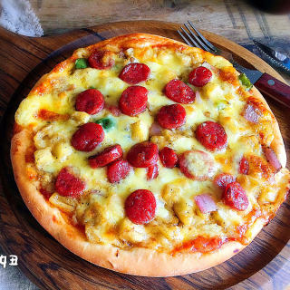 菠萝香肠披萨
