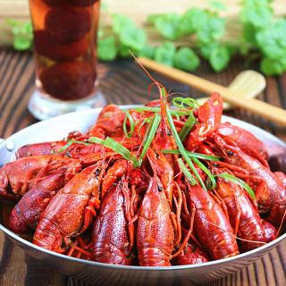 杨梅酒小龙虾