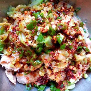 红油素鸡翅拌包菜