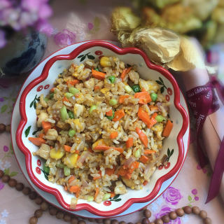 鸡肉什锦炒饭