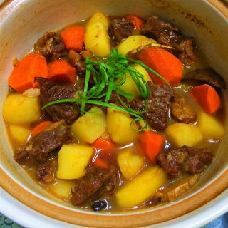 红焖牛腩煲