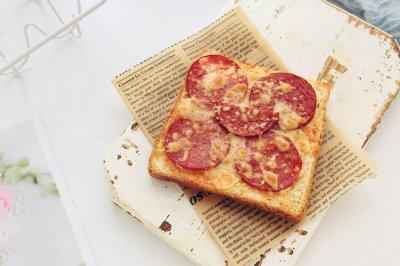 萨拉米肠吐司披萨