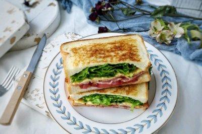 凯撒沙拉三明治