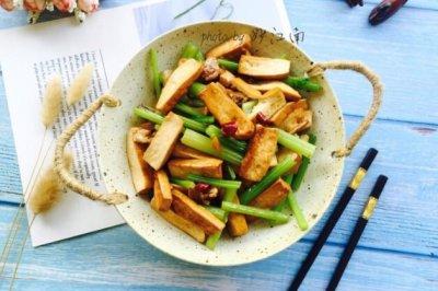 芹菜香干小炒肉