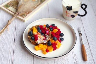 健康营养的酸奶水果燕麦杯