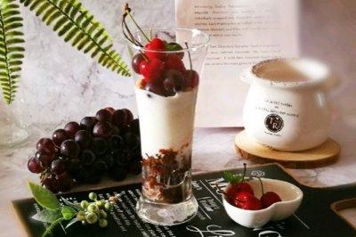 红豆鲜果冰酸奶