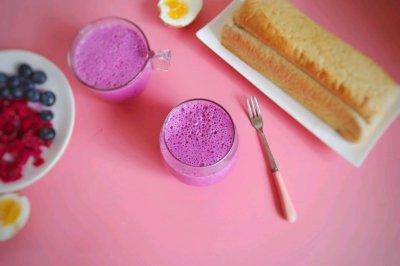 火龙果蓝莓奶昔