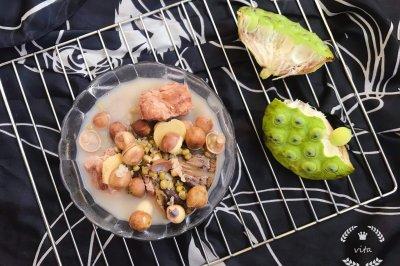 鲜莲蓬绿豆排骨汤祛火解毒