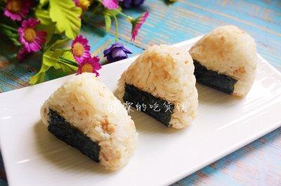 日式金枪鱼饭团