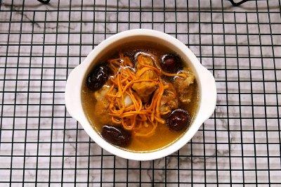 鲜虫草花骨头汤