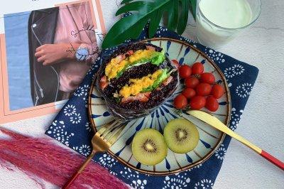蛋黄紫米饭团