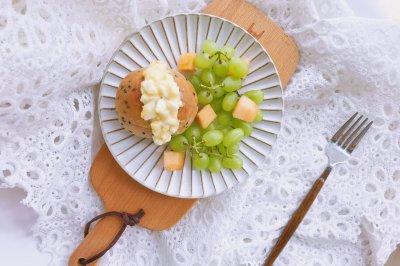 鸡蛋沙拉三明治附自制健康沙拉酱