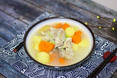胡萝卜土豆排骨汤