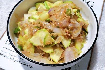 清理冰箱菜西葫芦炒洋葱