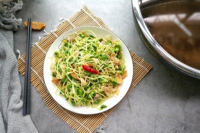 绿色黄豆芽炒肉
