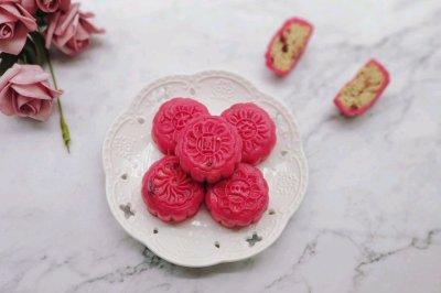 火龙果藜麦蔓越莓冰皮月饼