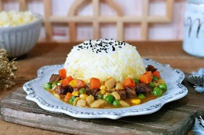 咖喱牛肉时蔬盖浇饭