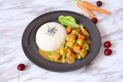 营养均衡的快手菜咖喱鸡肉饭