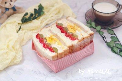 水果沙拉三明治