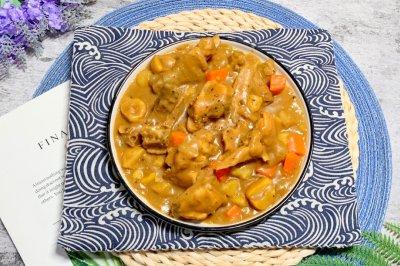 土豆栗子胡萝卜洋葱咖喱鸡