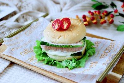 快手午餐肉黄瓜汉堡包