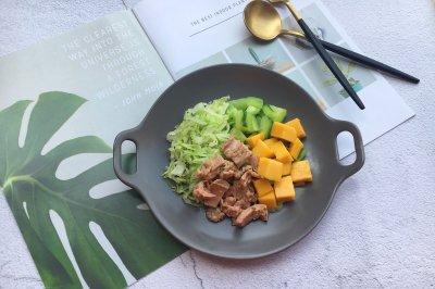 金枪鱼蔬菜水果沙拉