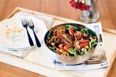 减肥杀手锏:鸡肉蔬菜沙拉