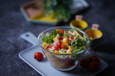 黄桃蔬菜沙拉