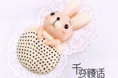 可爱造型馒头赖床的小兔子