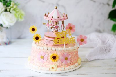 彩色旋转木马生日蛋糕