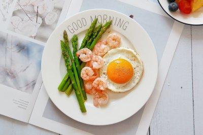 芦笋虾仁太阳蛋早餐