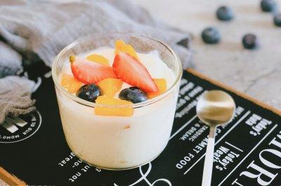 治愈系甜品蓝莓草莓酸奶杯