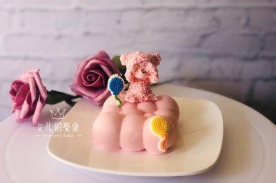 不看熊草莓酸奶慕斯
