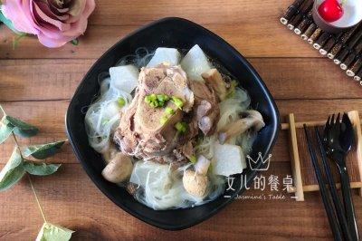 秋季润燥:黑豚筒骨萝卜汤