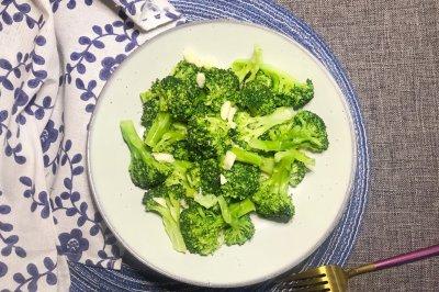 蒜香西兰花绿色蔬菜旅
