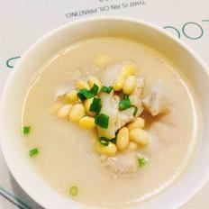 黄豆炖猪脚汤