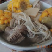 玉米菌菇排骨汤